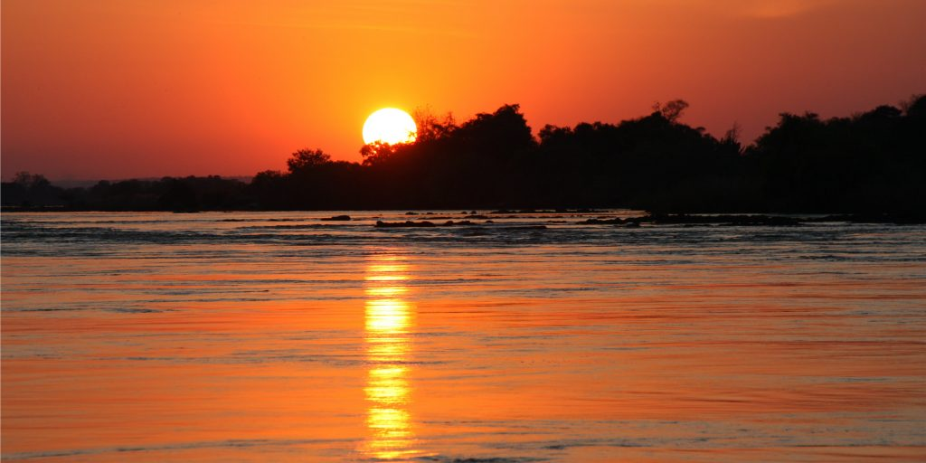 See the African bushveld sunset when you volunteer.