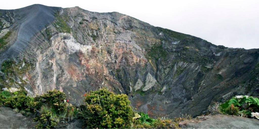 Visit the Izaru Volcano in Costa Rica
