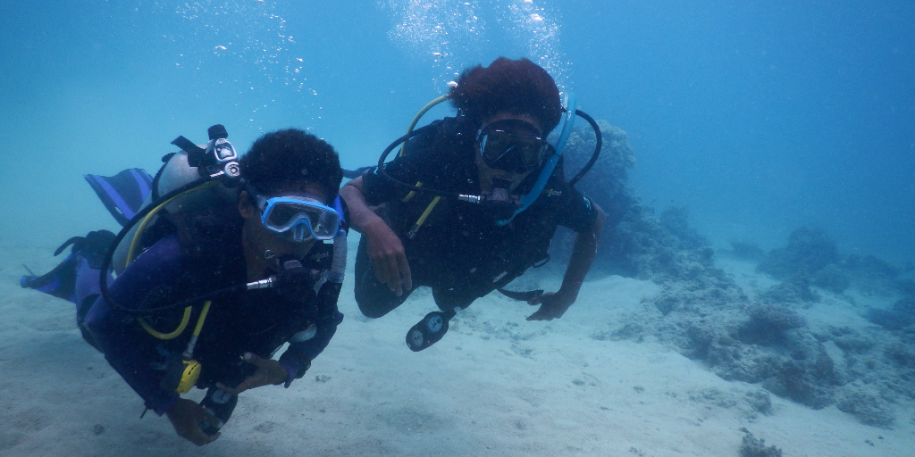 GVI volunteers are out for a dive in the ocean.